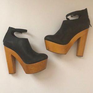 Messeca NY Gavin Soft Black Leather Platform Clogs